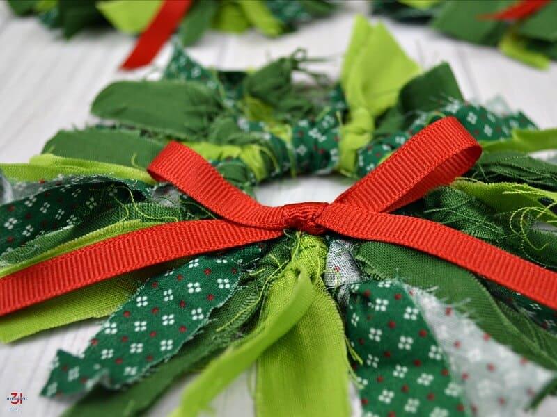 quick and easy mini wreath ornaments