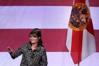 Sarah waves to supporters during Orlando speech -11-03-11