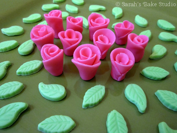 Marshmallow Fondant Roses and Leaves
