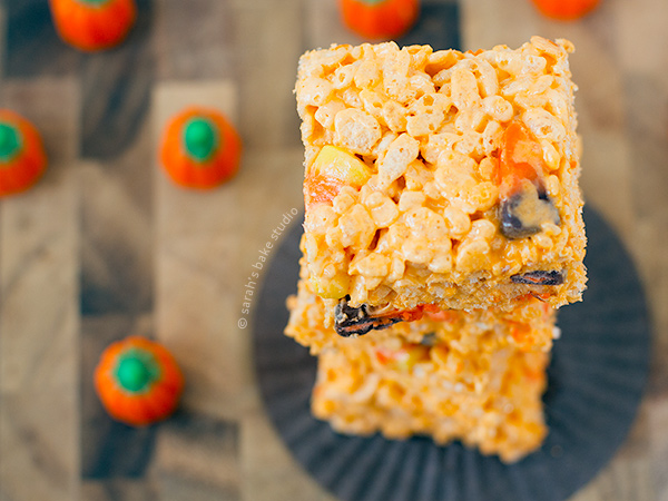Candy Corn Rice Krispies Treats – your favorite marshmallow gooey, crispy, Rice Krispies Treats turned Halloween with the sweet addition of candy corn and candy corn marshmallows. I bet you bite a candy corn!
