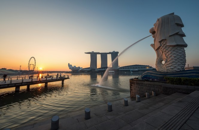 how to travel in singapore on a budget