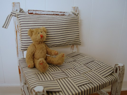 childs-chair-2_seat-detail