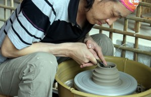 Making pottery in Xiaozhou village