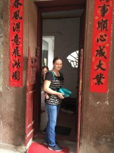 Carrying a baby is a necessity in China