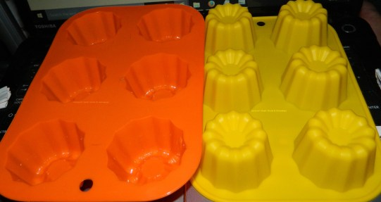 DOYOLLA Pack of 2 6-cup Silicone Flower Muffin Pan