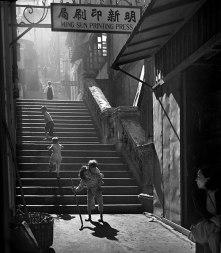hong-kong-black-and-white-street-photography-ho-fan-2