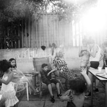 A casa di Razia, la sorella maggiore di Sevla. Razia vanta di avere settanta nipoti. Roma. Luglio 2015