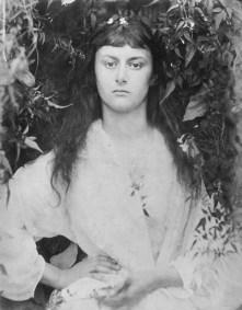 Alice_Liddell_in_1872_(photogravure_by_Julia_Margaret_Cameron)