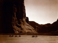 798px-canyon_de_chelly_navajo-500x375
