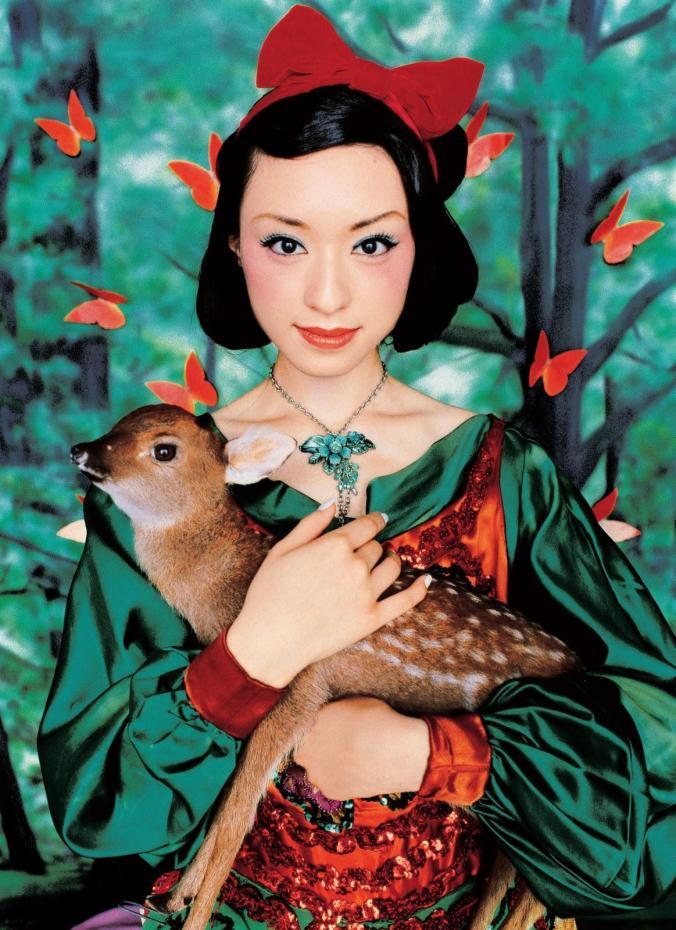 mika-ninagawa-colors-of-japan-chiaki-kuriyama-princess-snow-white