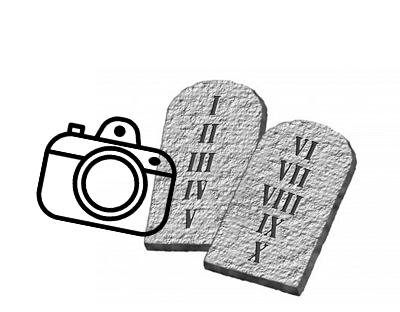 i-dieci-comandamenti-di-mose-scritto-su-tavolette-di-pietra