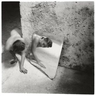 001-Francesca-Woodman-Self-deceit-1-Rome-Italie-1978-©-George-and-Betty-Woodman-728x730