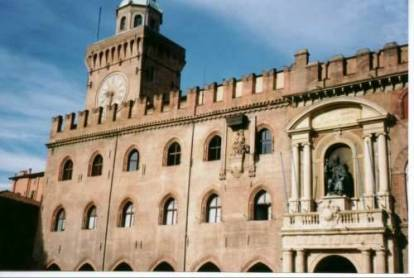 bologna_palazzodeenzo.jpg (27881 bytes)