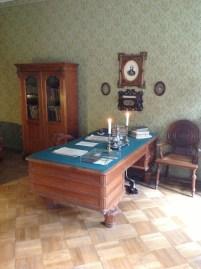 Yazarın çalışma odası. Karamazov Kardeşler bu odada doğmuş.