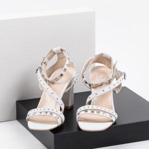 Елегантени дамски сандали в бял цвят-483104