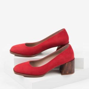 Велурени дамски обувки в червен цвят-160563