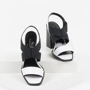 Дамски сандали в бял и черен цвят-480424