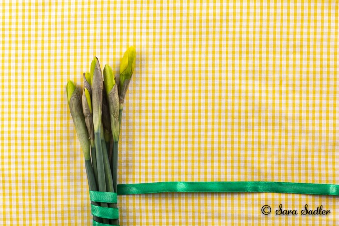 Using yellow gingham material to complement the yellow of the daffodils