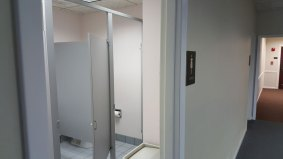 suite909-womens-bathroom