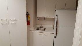 suite712-kitchenette2