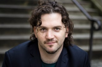 5. A Spanish guy with curly hair (rue Caulaincourt)