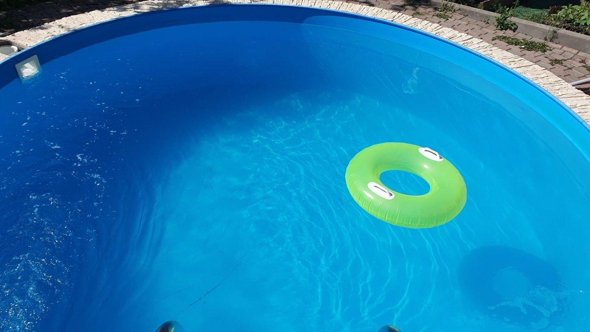 Мутная вода в бассейне