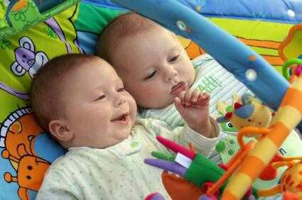 11 Strange Facts About Twins You Don't Know