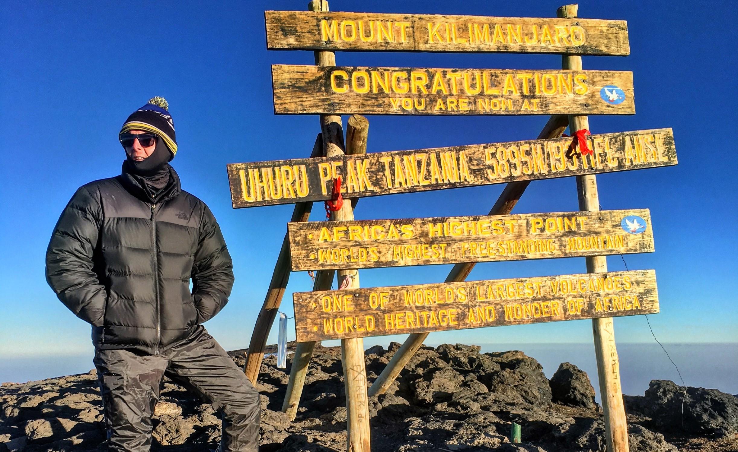 Matt & Ben Kilimanjaro – Matt & sign (2)