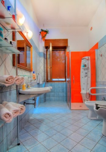 B&B Domus De Janas - Bagno con doccia idromassaggio