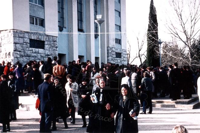 Medjugorje: fedeli in uscita dalla Chiesa – Foto di Sardegna Terra di Pace – Tutti i diritti riservati