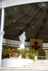 Medjugorje: statua della Regina della Pace (altare esterno) – Foto di Sardegna Terra di Pace – Tutti i diritti riservati
