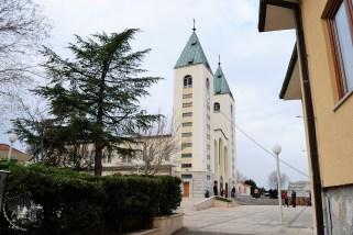 Medjugorje: veduta laterale diurna della Chiesa di San Giacomo Apostolo – Foto di Sardegna Terra di Pace – Tutti i diritti riservati