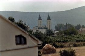 Medjugorje: veduta della Chiesa di San Giacomo – Foto di Sardegna Terra di Pace – Tutti i diritti riservati