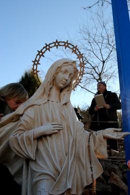 Medjugorje, Capodanno 2015: statua della Regina della Pace presso la Croce Blu (2) – Foto di Sardegna Terra di pace – Tutti i diritti riservati