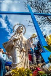 Medjugorje: Croce Blu durante l'apparizione del 18 Marzo 2015 - Foto di Mateo Ivanković – Tutti i diritti riservati