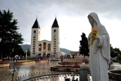 Medjugorje, Anniversario Apparizioni 2016: Chiesa di San Giacomo a Medjugorje (6) – Foto di Sardegna Terra di pace – Tutti i diritti riservati