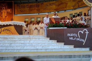 Medjugorje, Anniversario Apparizioni 2016: Recita del Magnificat – Foto di Sardegna Terra di pace – Tutti i diritti riservati