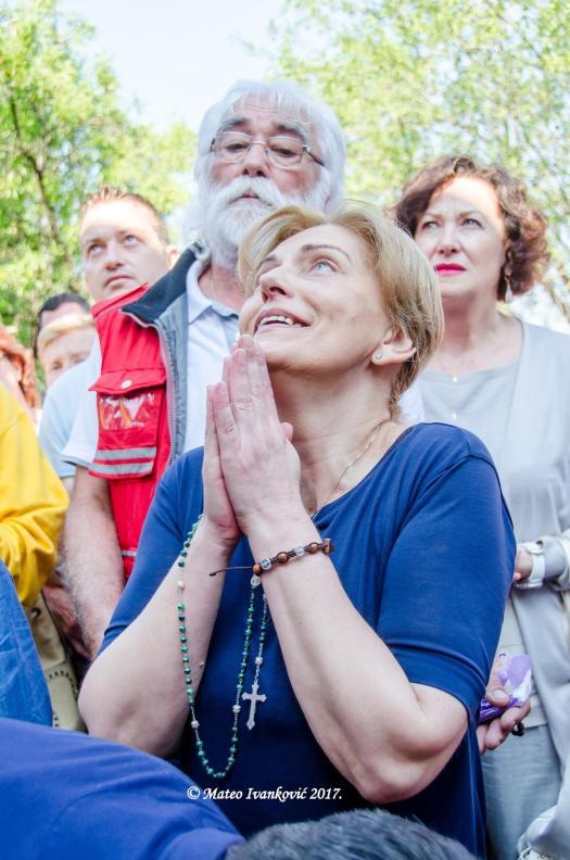Medjugorje: Mirjana durante l'apparizione del 2 Giugno 2017 - Foto di Mateo Ivanković – Tutti i diritti riservati