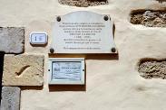 Lapide presso l'ingresso della casa museo