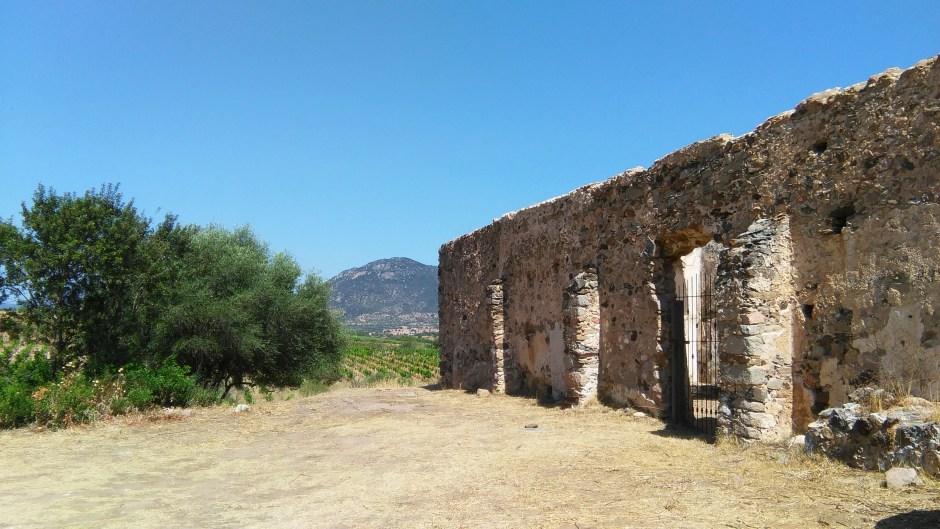 Cosa vedere a Oliena: i resti della chiesa di Santa Lucia