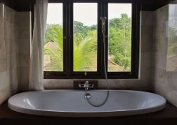 BATH ROOM SUPERIOR VIEW saren indah ubud hotel
