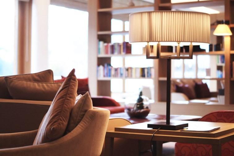 Hotel Review Travel Charme Ifen Hotel Kleinwalsertal Austria Österreich Hotelbewertung Lobby Details Sitzbereich