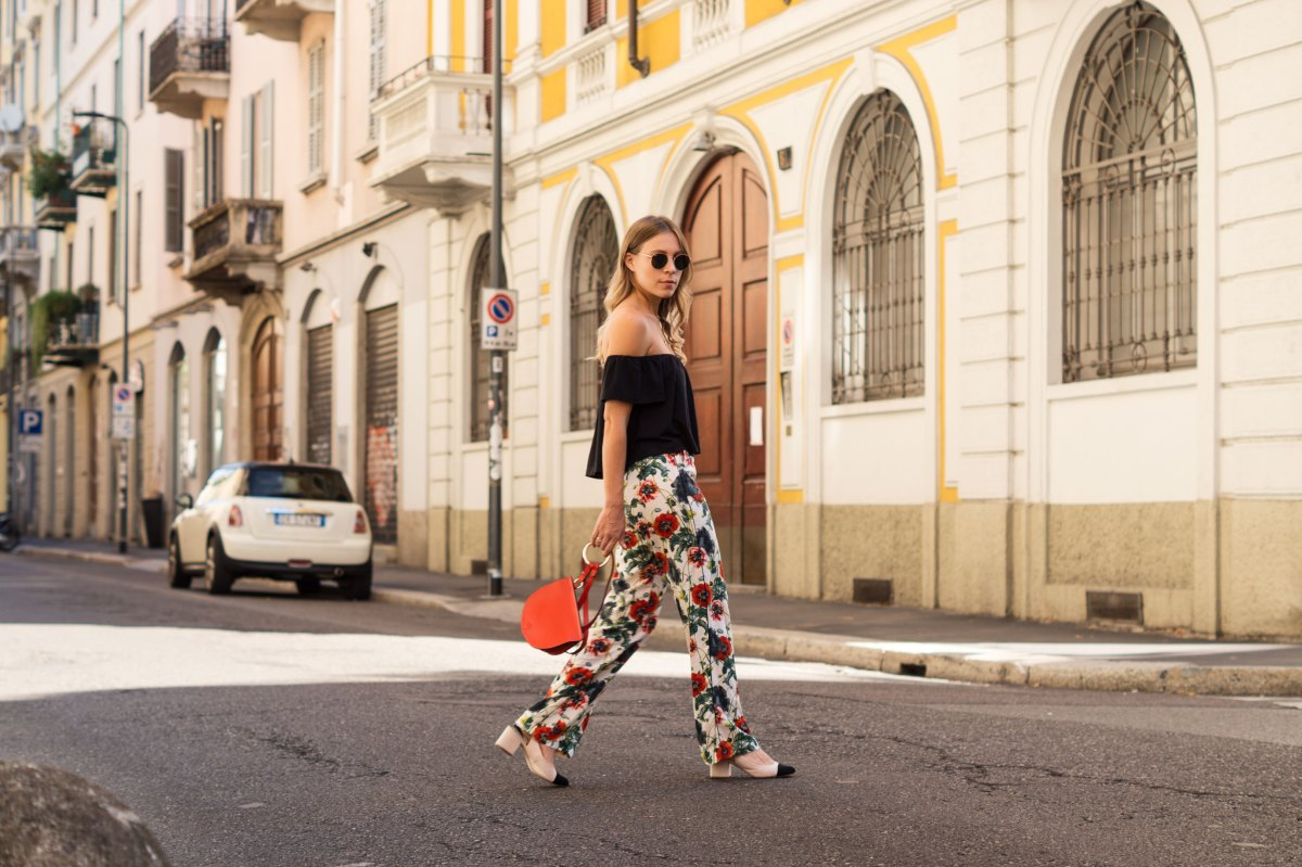 spätester Verkauf elegante Form einzigartiges Design H&M Printhose, Off Shoulder Shirt & Red Bag | Milan - Sariety