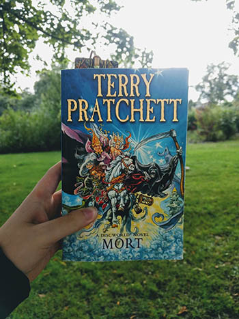 Book Review: Mort by Terry Pratchett (Discworld #4)