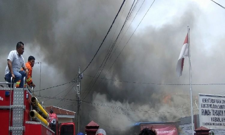Fire in Indonesia | fire breaks out indonesian prison 40 killed