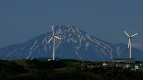 利尻富士と風車