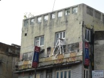 The incredible floating ladder, Hauz Qazi Chowk (hint: it's a prop to advertise the aluminum store below)