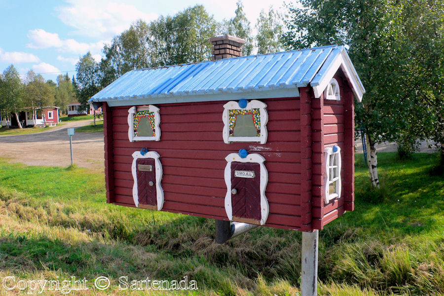 Someone has a very nice mailbox in Northern Finland