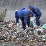 港の清掃!