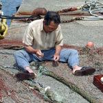 漁師の漁網修理~笹川流れ